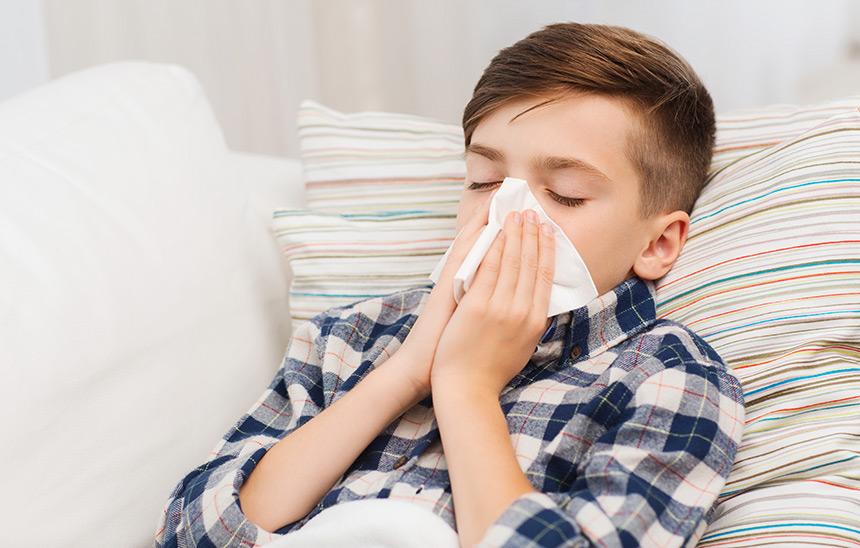 5 errores frecuentes que no debes hacer si tu hijo tiene resfriado común.